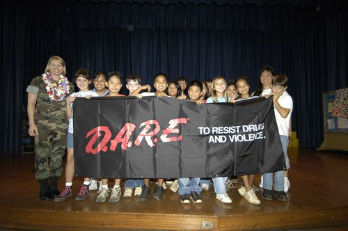 US_Navy_050531-N-3207B-046_Master-at-Arms_1st_Class_Stacey_Carfley_stands_with_her_recent_class_of_Drug_Abuse_Resistance_Education_(D.A.R.E.)_program_graduates_at_Pearl_Harbor_Elementary_School